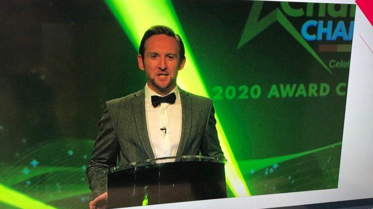 virtual-awards-presenter